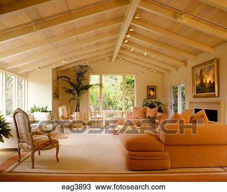 Stock Foto - een, woonkamer, met, klassiek, verf, open, balk ...