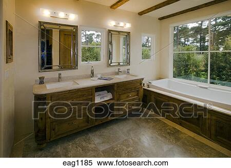 Pavimento pietra, lavandino, e, vasca bagno, in, uno, california, sede  lusso, bagno Archivio fotografico