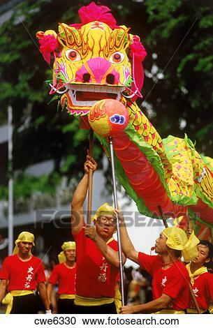 Banco De Fotografias Baile Dragon En Calles De Singapur