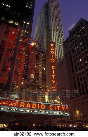 New York City, NY, New York, downtown, Radio City Music Hall, Christmas  Spectacular, neon lights, evening Stock Image
