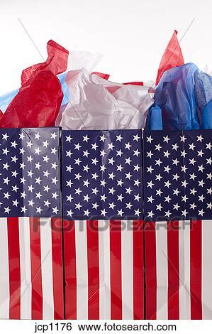 Shopping, bandiera americana, borse regalo, con, rosso, blu, tessuto  Archivio fotografico