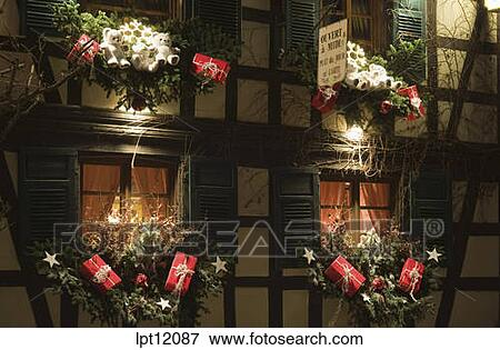 Image clair demi timbered maison fenetres for Decoration de noel en alsace