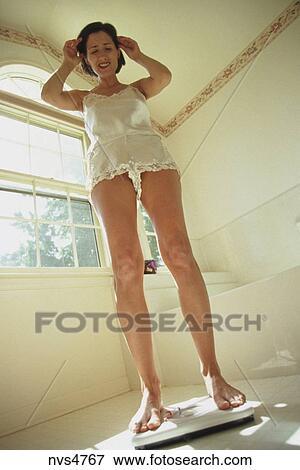 Frau, tragen, a, weiß, spitze, mieder, wiegt, sich, auf