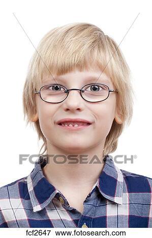 0b81e2de Portrett, av, ei, gutt, med, blondt hår, og, briller, -, isolert, på hvit