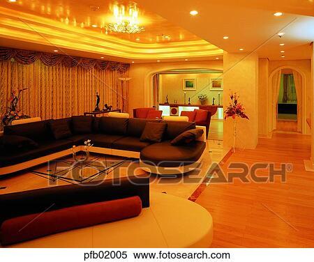 Sofa Mit Beleuchtung   Stock Bild Wohnzimmer Innere Mobel Tisch Sofa Licht