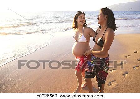 Badpak Zwangerschap.Stock Fotografie Strand Badpak Vriendschap Oefening Oceaan