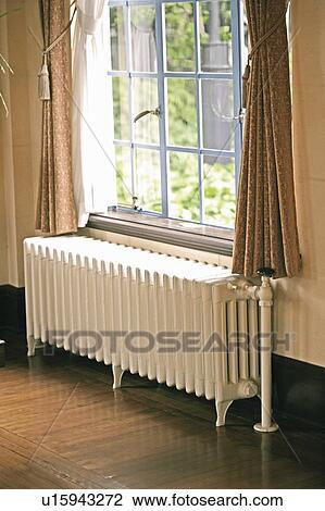radiateur, sous, a, fenêtre banque d'image | u15943272 | fotosearch