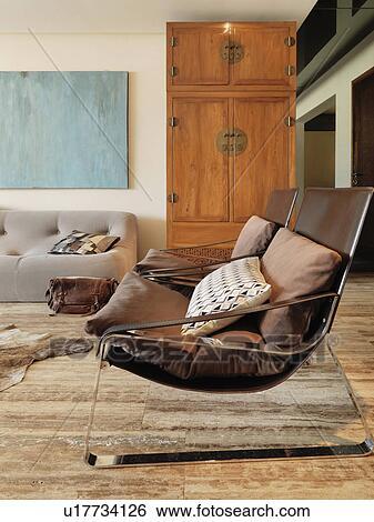 Stock Afbeeldingen - hippe, stoelen, in, woonkamer u17734126 - Zoek ...