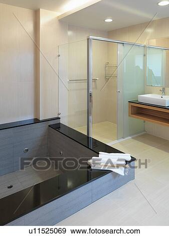 https://fscomps.fotosearch.com/compc/ULY/ULY015/jacuzzi-kuip-in-hippe-badkamer-stock-fotografie__u11525069.jpg