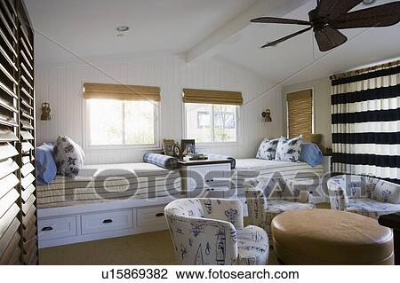 Stock Foto - kinderen, slaapkamer, met, tweeling, bedden u15869382 ...