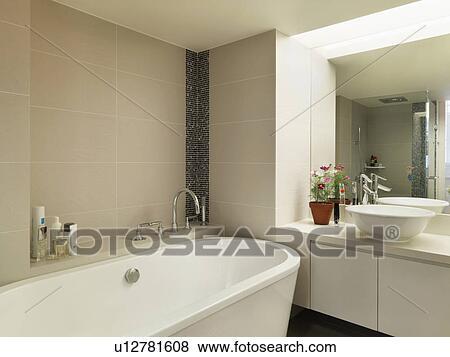 Luce, colorato, moderno, bagno, con, grande, vasca bagno Archivio  Fotografico