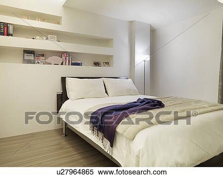 https://fscomps.fotosearch.com/compc/ULY/ULY015/schoonmaken-witte-hippe-slaapkamer-stock-afbeelding__u27964865.jpg