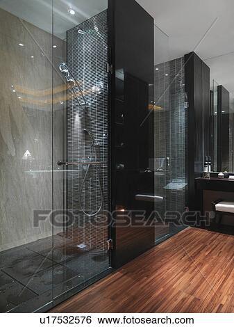 Archivio di Immagini - scuro, vetro, doccia, in, bagno, con ...