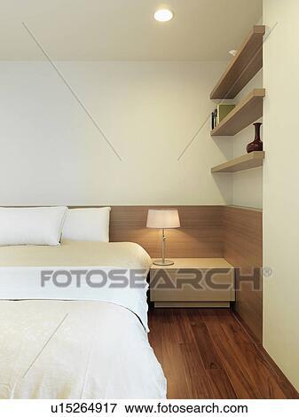 Simple, moderne, chambre à coucher, à, plancher bois dur Banque de Photo
