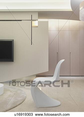 Stock Foto - witte, hippe, stoel, in, woonkamer u16919303 - Zoek ...