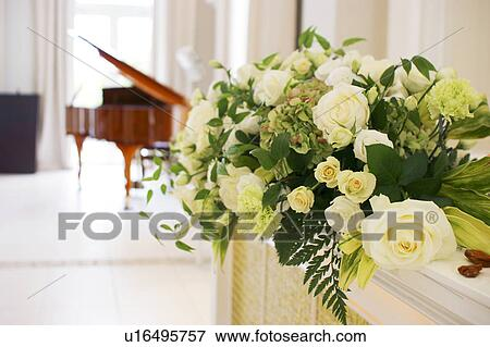 Picture Of Bunch Of White Roses Grand Piano In Background U16495757