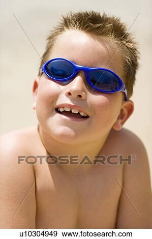 Banque de Photographies - garçon, lunettes soleil port u10304949 ... af24dfb78a5f