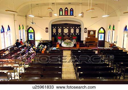 Pessoas Orando Em Um Igreja Banco De Imagem