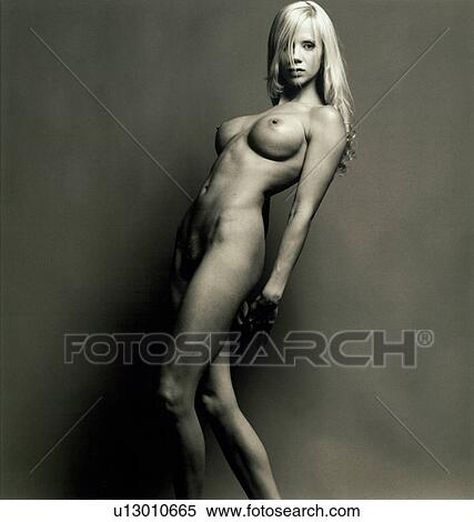 Woman possing naked
