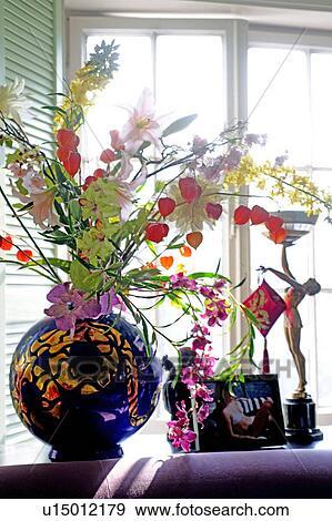 Stock Fotograf Blumen Und Deko In Fensterbank U15012179