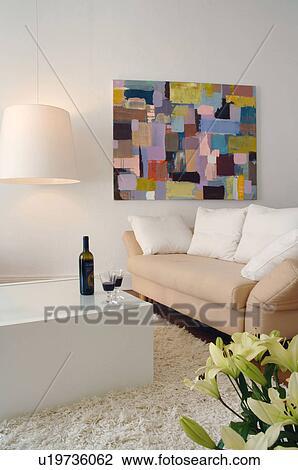 Stock Foto - woonkamer, met, schilderij, op, de muur u19736062 ...