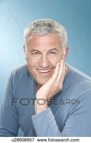Bild Glücklich Graues Haar Mann Mit Hand Gesicht U28608957
