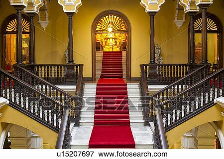 image archbishops 39 palace int rieur d tail de red carpeted escalier acajou. Black Bedroom Furniture Sets. Home Design Ideas