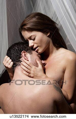 Couple kissing naked picture