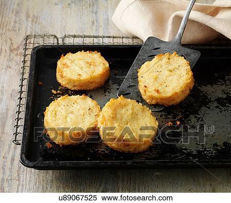 Stock Bild Kartoffel Rosti Kuchen Auf Backblech Und Draht