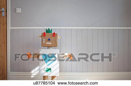 Fait maison, robot jouet Image   u87785104   Fotosearch