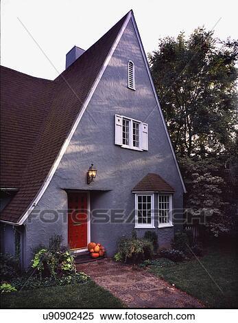 Stock Bild Aussen Grau Hutte Stil Haus Mit Spitz Dach Und