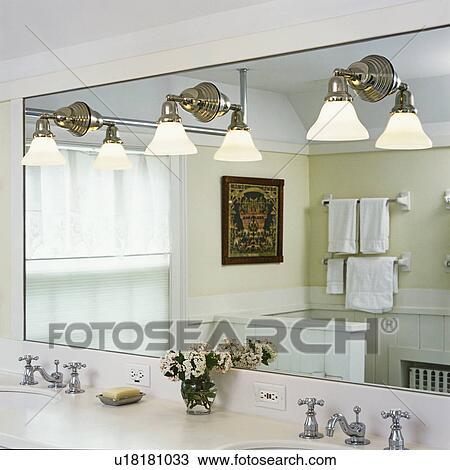 Bathrooms:, primo piano, lavandino doppio, contatore, grande, specchio  parete, con, impianti di illuminazione, nichel, o, cromo, placcato,  rubinetti, ...