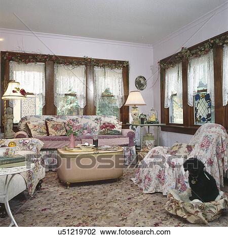 Stock Foto - binnenste, van, ouderwetse, woonkamer, met, hond ...