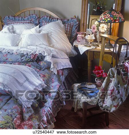 Image - chambre à coucher, -, bleu, gris, floral, bedspread., blanc ...