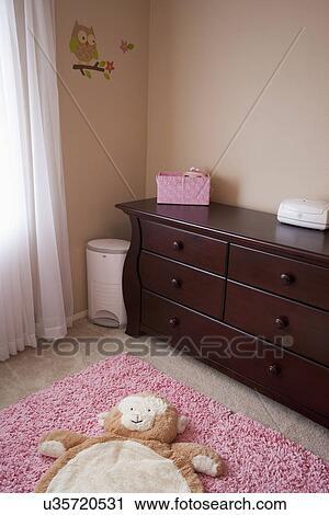 Banco de Fotografías - de madera, tocador, en, bebé, guardería ...