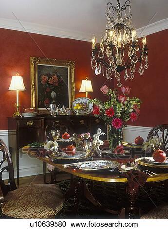 Stock Fotografie - eetkamer, -, witte, wainscoting, rood, walls ...