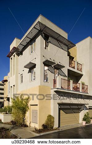 Garage, et, arrière, extérieur, contemporain, condo;, aliso, viejo;,  california;, usa Banque de Photo