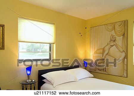 Stock Foto - gele, slaapkamer, met, blauwe, lamps;, lincoln ...
