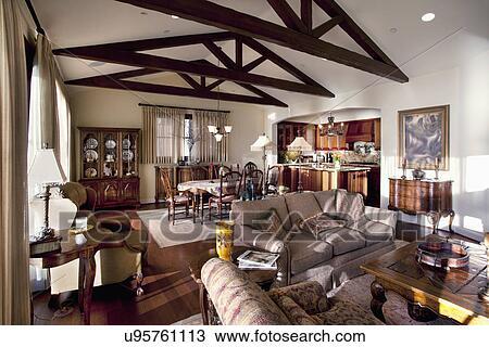 Stock foto houten plafond balken in groot kamer laguna