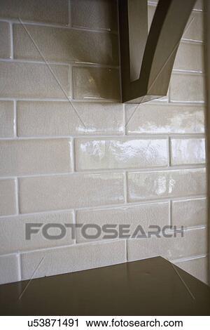 Houten Planken Tegen De Muur.Stock Fotografie Houten Plank Haakje Tegen Tegel Muur