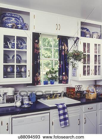 Stock Foto - küchen, -, weiß, kabinette, blau, laminat ...