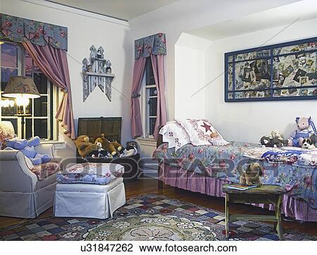 Bett Design Fur Kinder Hutte   Stock Foto Kinder Bedroom Einfache Hutte Blumen Stoffe