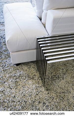 Dietro divano great come arredare la parete del divano for Scopa sul divano