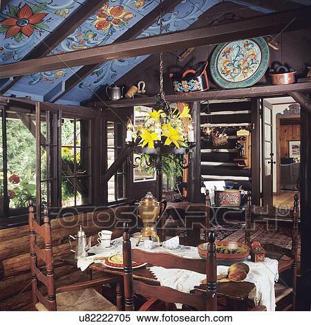 Archivio immagini sala da pranzo ceppo pareti norvegese rosemaling floreale pittura - Immagini sale da pranzo ...