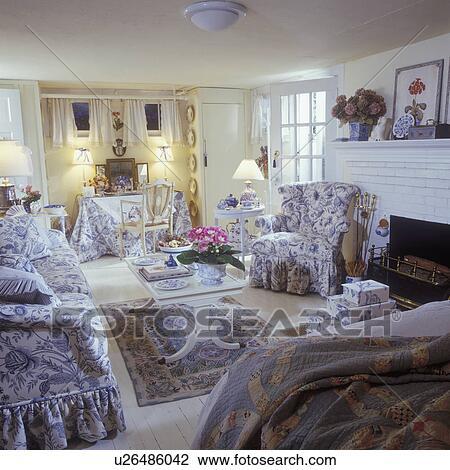 SITTING AREA - Multi purpose room, cottage look, blue and ...