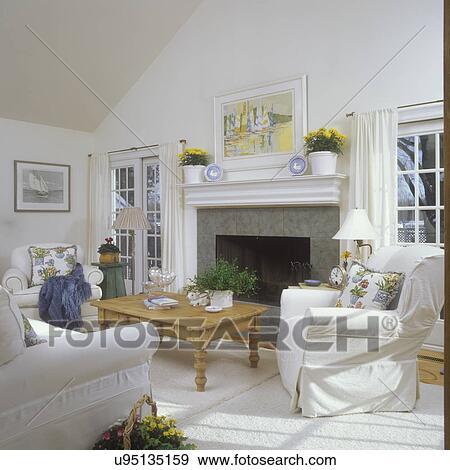 Wohnzimmer, -, weiß, weiß, unterkleid, abdeckhauben, auf, overstuffed,  einrichtung, kaminofen, schieben glases, türen, auf, entweder, side.,  eiche, ...