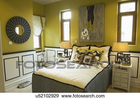 Gele Muur Slaapkamer : Stock fotografie gele muren van slaapkamer u zoek