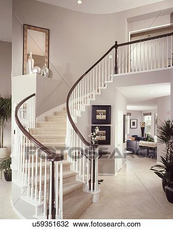 Stock Foto Treppenaufgang Mit Weiss Gelander In Modernes Haus