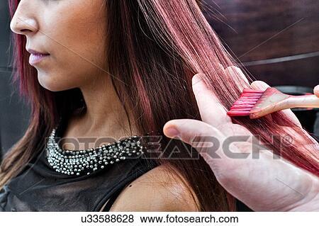 Männlich Friseur Färben Jung Frau Haar Rosa Farbe In
