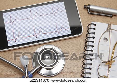 f628e25b2e70b ... uso, en, healthcare., smartphone, exhibiciones, un, electrocardiograma,  acústico, estetoscopio, bloc, lentes, y, pluma, en, oficina doctor,  escritorio